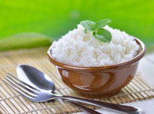 Reagiert weißer Reis basisch im Magen?