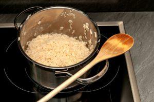 Was ist schneller: Reiskocher oder normaler Topf